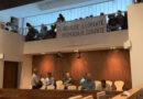 Suspendido el Pleno ante las protestas y silbidos de un grupo de indigentes