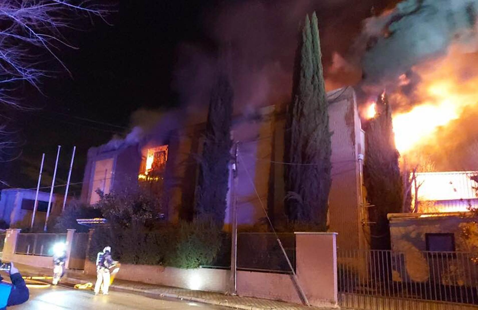 Gran incendio en una nave de artes gráficas y serigrafía de Leganés