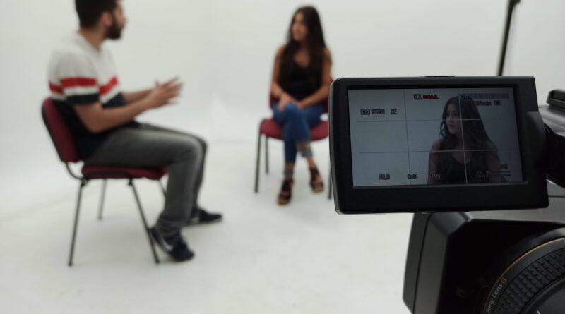 """Entrevista a María Cruz, bailaora nos presenta """"amores flamencos"""""""