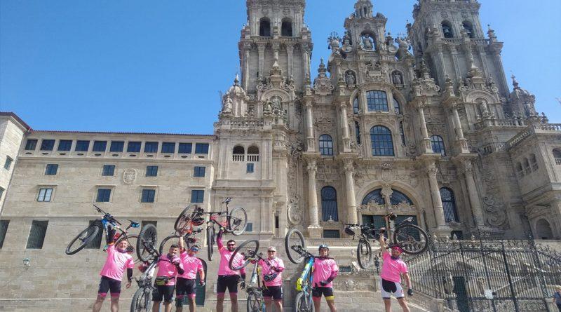 Nora pedalea contra el AME' completa el Camino de Santiago sobre la bicicleta